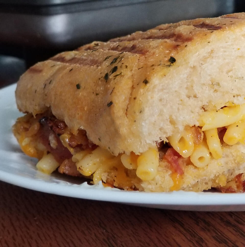 Grilled Mac n Cheese Sandwich with Bacon